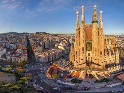 स्पेनको वार्सिलोनामा भव्यताका साथ नयाँ वर्ष मनाइदै