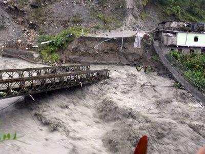 बाढी-पहिरोको बितण्डाः राजधानी जोड्ने सडक सञ्जाल टुट्यो