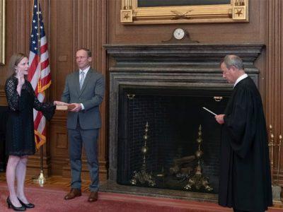 अमेरिकी सर्वोच्च अदालतको न्यायाधीशमा ब्यारेट नियुक्त, शपथ ग्रहण पनि सम्पन्न