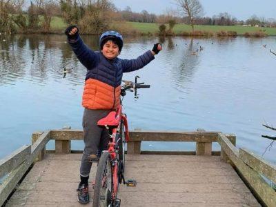 ९ वर्षीय बालक जो बेलायतमा साइक्लिङ्ग गरेर नेपालका लागि सहयोग जुटाउँदै छन्