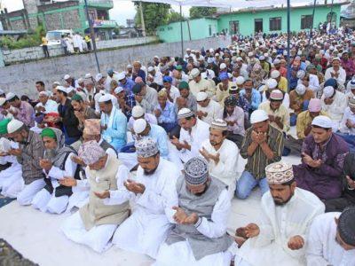 मुस्लिम धर्मावलम्बीले बकर इद मनाउँदै