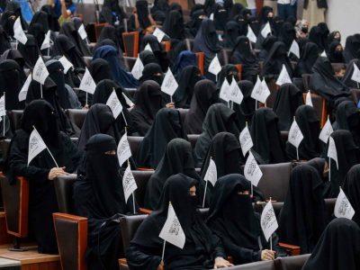 तालिबानद्वारा शिक्षामा नयाँ नियमको घोषणा, महिलाहरूले पुरुषसँग बसेर पढ्न नपाउने